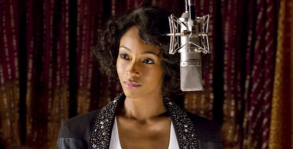 Yaya DaCosta v úlohe Whitney Houston